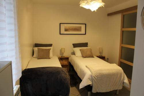 Coin chambre avec configuration de 2 lits de 80