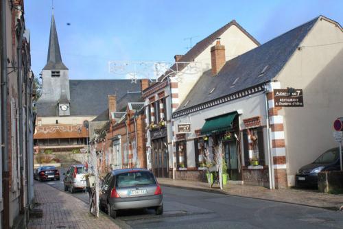 Rue principale à Brinon-sur-Sauldre